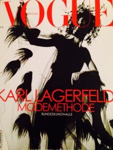 Extraausgabe der Vouge zur Modemethode-Austellung von Karl Lagerfeld