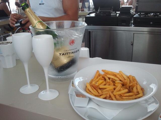 Champagner und Pommes - stilvolles Feiern am Nikki Beach